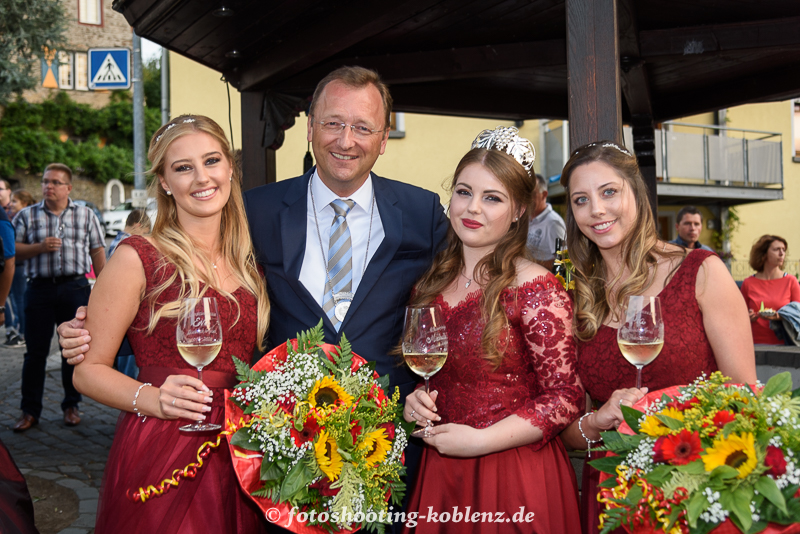 Protektor MDB Josef Oster mit den Weinmajestäten